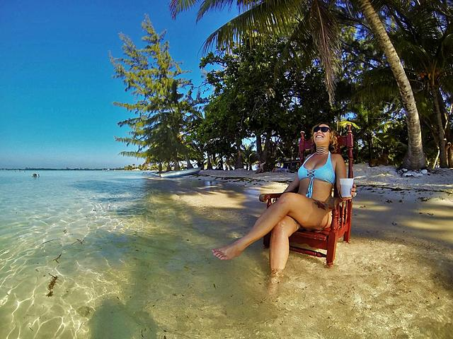 Click image for larger version.  Name:Faye in Utila.jpg Views:23 Size:379.4 KB ID:50884