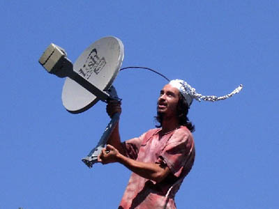Click image for larger version.  Name:tinfoil_hat_antenna.jpg Views:5 Size:27.7 KB ID:50103