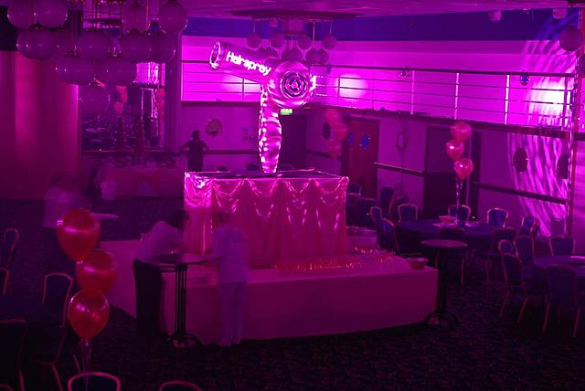 Click image for larger version.  Name:hairsprayparty_02.jpg Views:54 Size:54.4 KB ID:18827