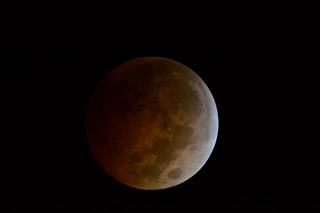 Click image for larger version.  Name:moon06.jpg Views:13 Size:473.3 KB ID:44975