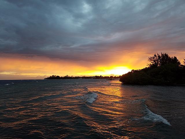 Click image for larger version.  Name:Resort Sunset.jpg Views:15 Size:219.5 KB ID:51881